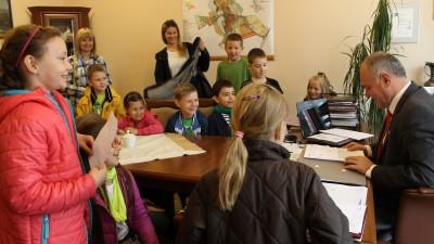 Uczniowie kl II a SP 3 - u burmistrza 1