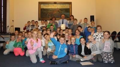 dzieciom-czytanie-doroslych-zadanie-uczniowie-kl-iii-sp-3-na-spotkaniu-z-burmistrzem-8