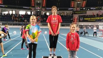 Daria Lisowska -z SP 3 zdobyła brązowy medal na Halowych Mistrzostwach Województwa w lekkiej Atletyce - styczeń 2017 r (1)