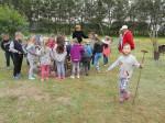 Pierwszacy z SP 2 Dzień Dziecka spędzili w gospodarstwie agroturystycznym w Wałyczyku (7)