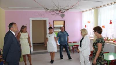 Remonty w szkołach i przygotowanie do nowego roku szkolnego sprawdzali W. Bereza, E. Wierak i E. Orczykowska - SP 2 - 7