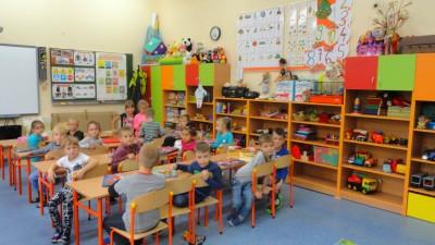 W SP 2 od września 2017 r. jest 5 oddziałów przedszkolnych (5)