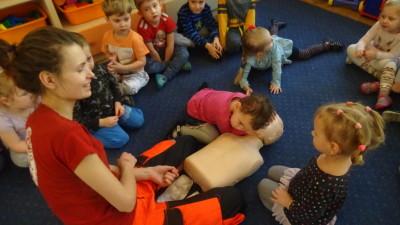 """W Przedszkolu Miejskim """"Bajka"""" odbył się cykl szkoleń dla dzieci z zakresu pierwszej pomocy przedmedycznej - luty 2018 r (44)"""