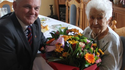 Burmistrz złożył życzenia najstarszej wąbrzeźniance. Władysława Bugała 11 marca 2018 roku obchodziła 102 urodziny 3