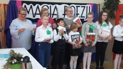 XVIII edycja Powiatowego Konkursu Recytaotorskiego Magia Poezji - na zdjęciu laureaci konklursu. Organizatr SP 3 Wąbrzeźno