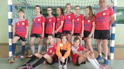Reprezentacja piłkarek ręcznych Szkoły Podstawowej nr 3 w Wąbrzeźnie siódmym zespołem w Polsce (5)