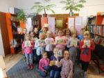 Uczniowie klas pierwszych SP 2 przeszli pasowanie na czytelnika biblioteki szkolnej. Listopad 2018 r.Fot. SP2 (3)