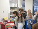 Uczniowie kl. VI SP 2 na lekcji bibliotecznej w Miejskiej i Powiatowej Bibliotece Publicznej - 4 grudnia 2018r (6)