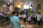 Grupa Wiewiórki z Przedszkola mIejskiego Bajka z wizytą u Domu Pomocy Społecznej - 10 stycznia 2019 r (12)