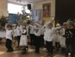 Grupa Wiewiórki z Przedszkola mIejskiego Bajka z wizytą u Domu Pomocy Społecznej - 10 stycznia 2019 r (13)