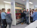 Uczniowie z Zespołu Szkół Zawodowych w MiPBP na lecji bibliotecznej (2)